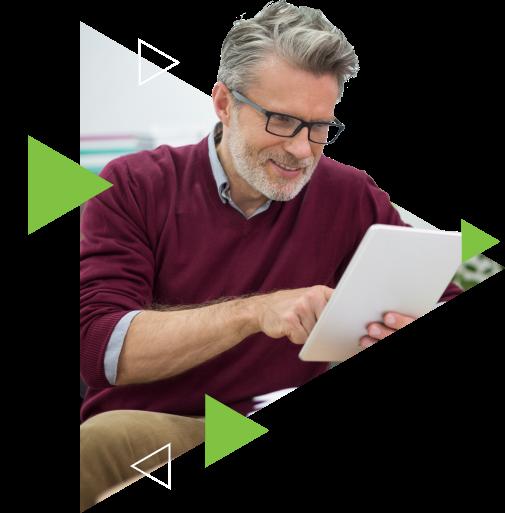 homem-analisando-dados-no-tablet-arquivar