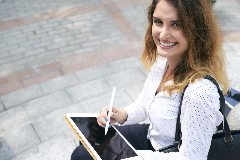 mulher-Assinatura-digital
